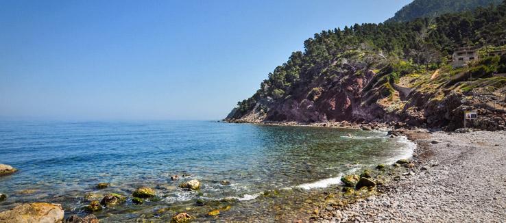 Kiesstrand im Westen Mallorcas