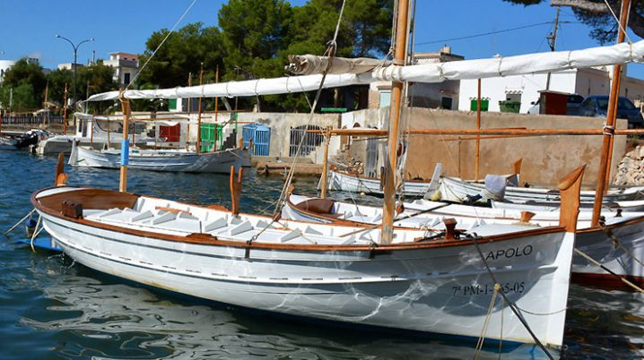 mallorquinischen Fischerboot LLaüt in Porto Colom